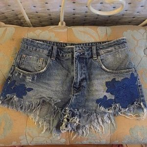 Zara Jean Shorts with Floral Embroidering